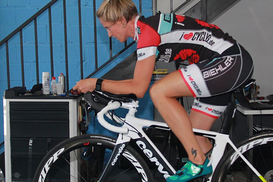 Rollentraining: Abwechslungsreiche Rad-Workouts für dein Wintertraining